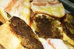 agriturismo la mongolfiera - bruschette con guanciale e brushette con crema di tartufo